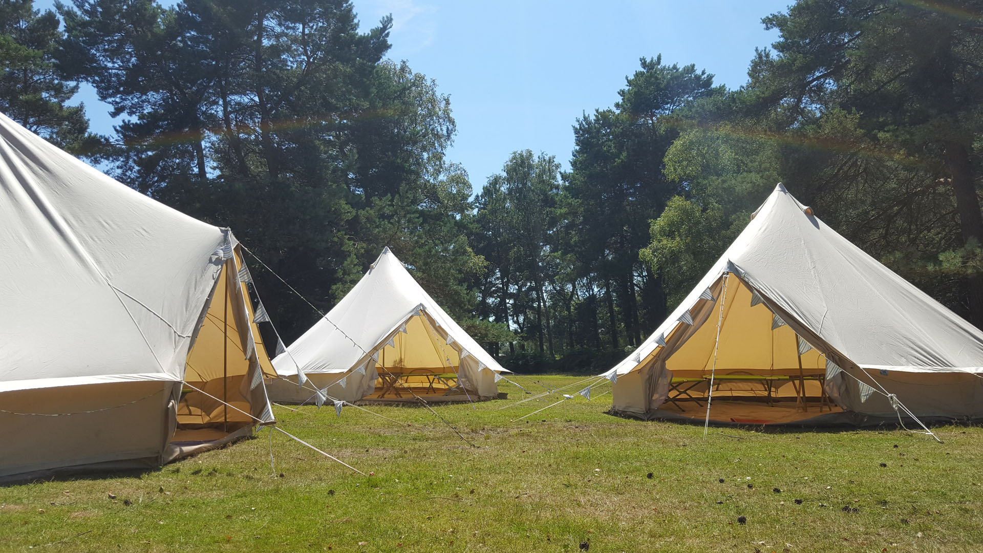 bell-tents-forest-roundhill-campsite